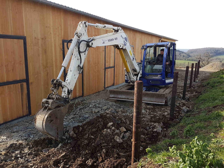 Installation des poteaux de paddocks